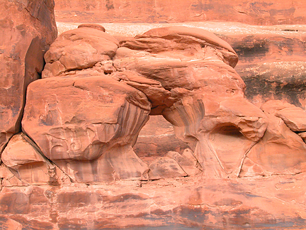 Helmet Arch, North Devils Garden, Arches National Park, Utah
