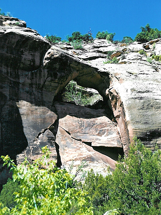 Indio Arch, NW of Newpaper Rock, San Juan County, Utah